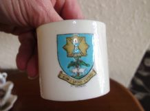 COLLECTABLE VINTAGE GOSS CRESTED WARE SMALL CUP ST. ANDREWS